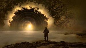 un uomo guarda al sole lontano avvolto in una coltre spessa di nebbia