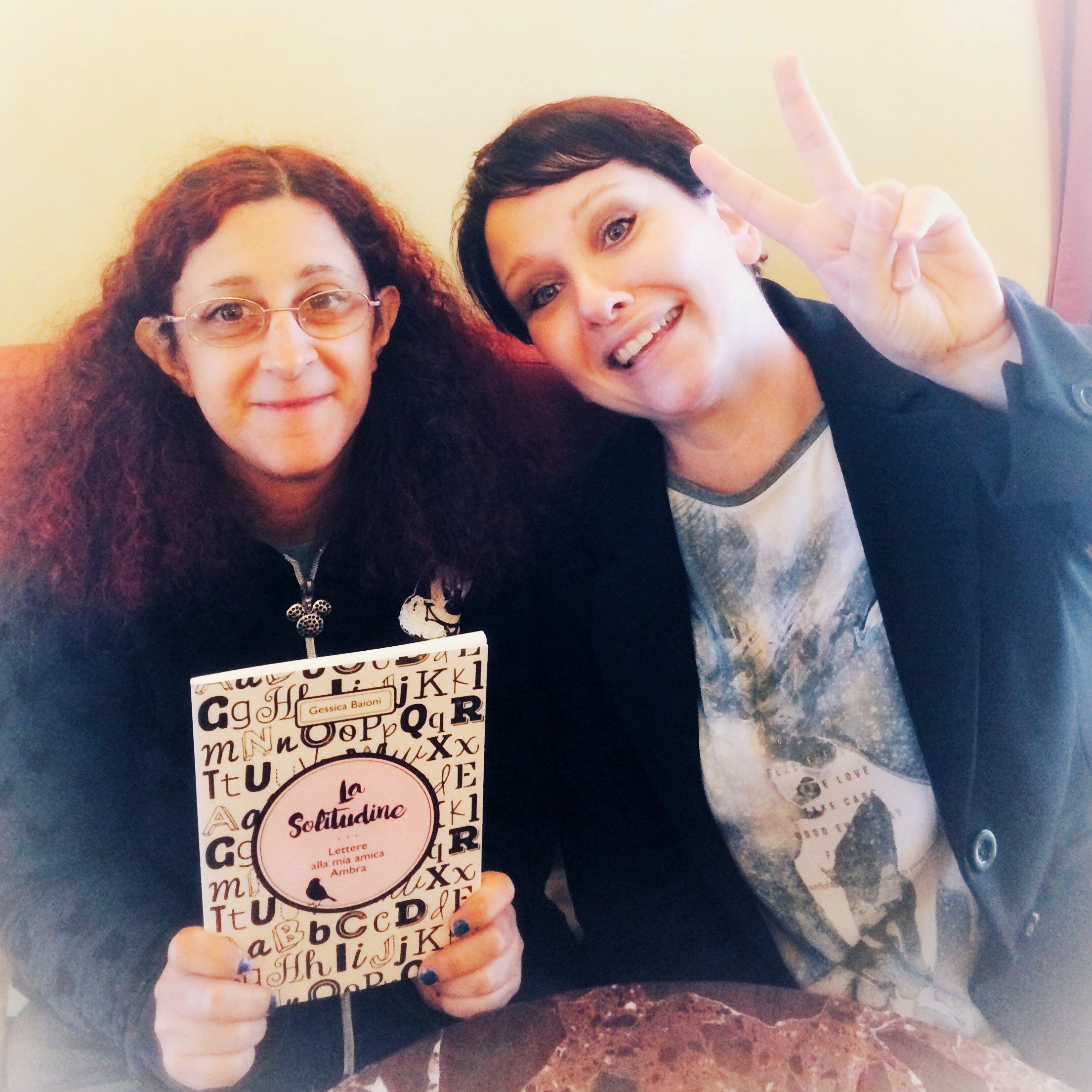 io e Gessica con in mano il suo libro