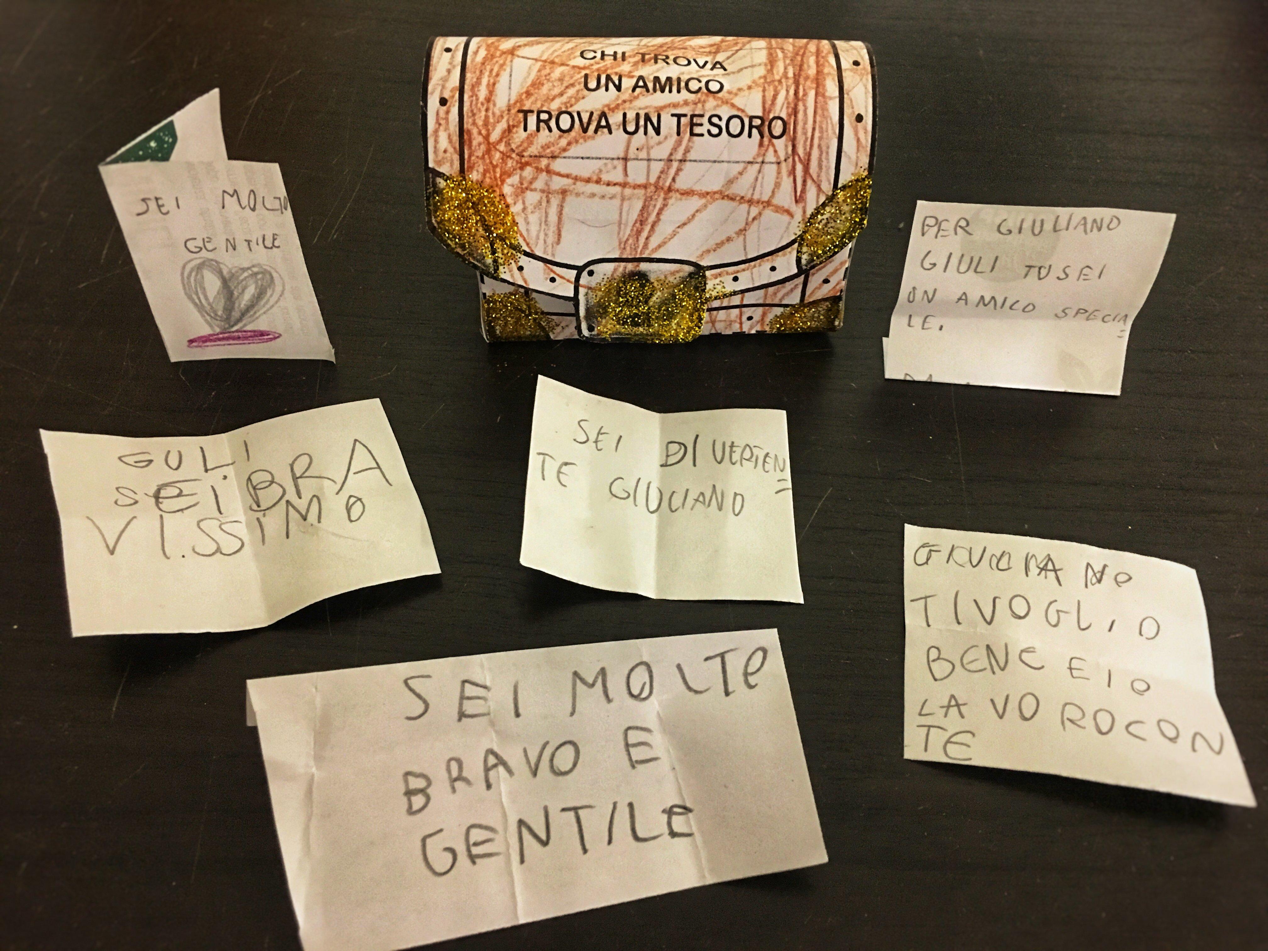 sei bigliettini di amicizia per Giuliano in uno scrigno di carta colorato da lui stesso