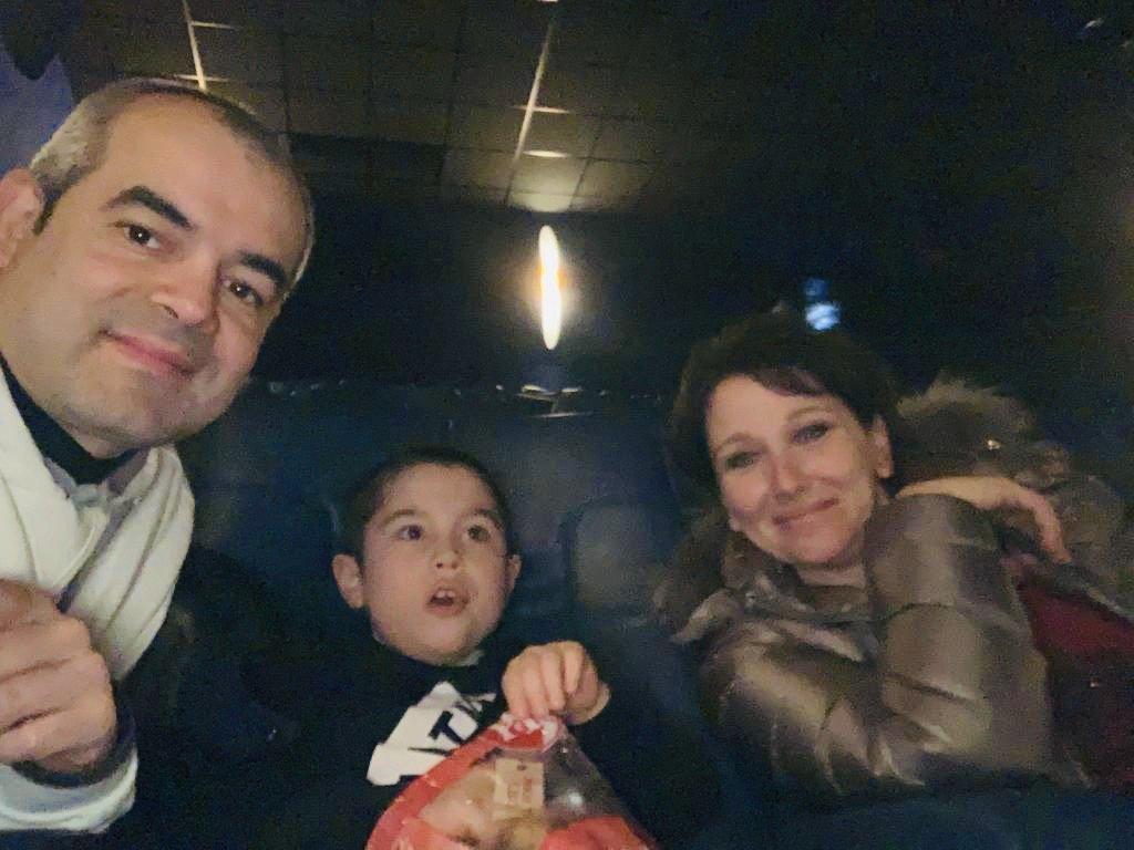 io luca e giuliano seduti al cinema